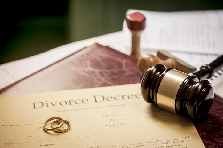 Trimnal & Myers, image of Divorce decree and wooden gavel